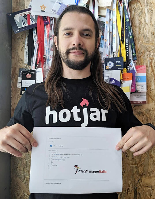 Matteo Zambon con la T-shirt di Hotjar